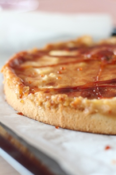 Tarte aux pommes, caramel et poudre d'amandes