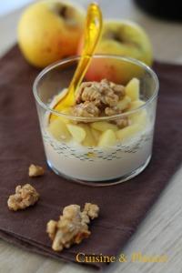 Panna cotta, pommes et noix caramélisées