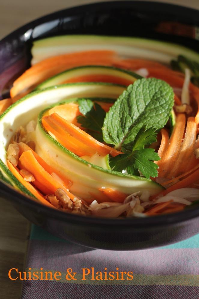 #Cuisine légère – Salade de courgette, carotte et noix