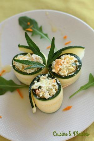 Roulés de courgette crue, fromage frais, carotte et curcuma