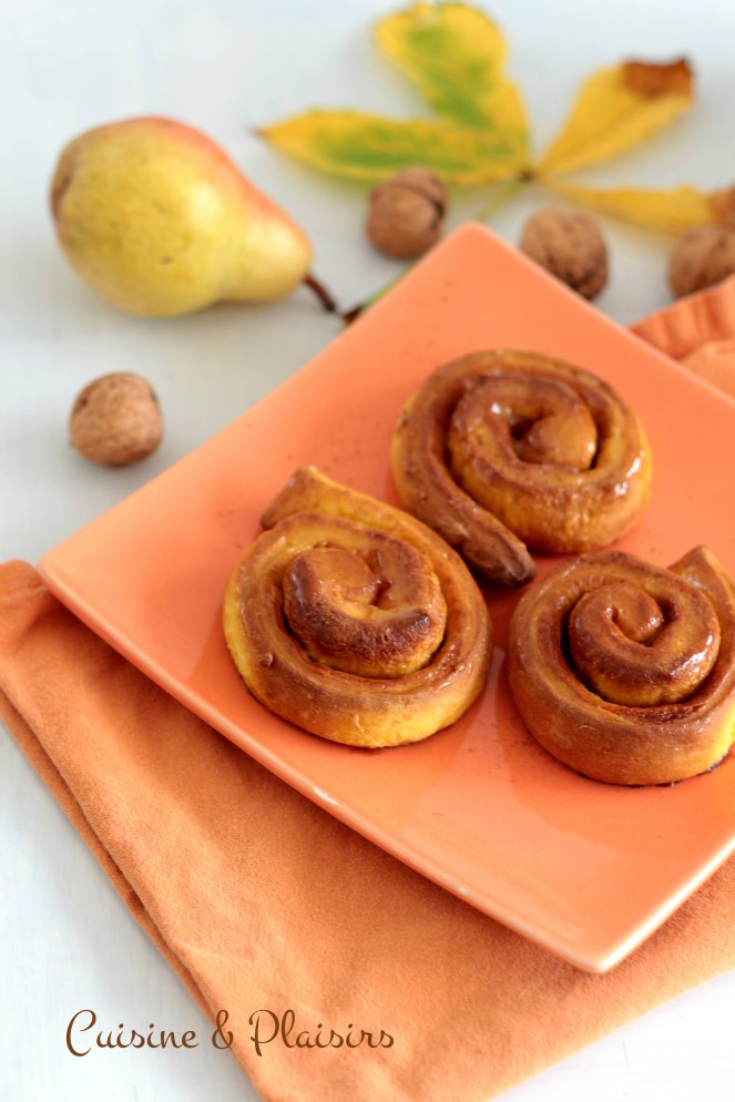 Brioches roulées à la courge et à la cannelle (Cinnamon Rolls)